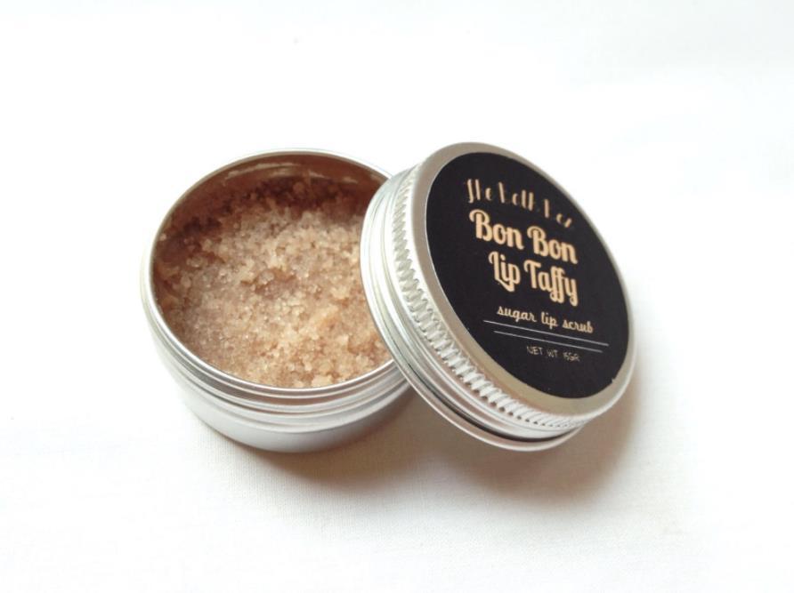 The bath box lip taffy