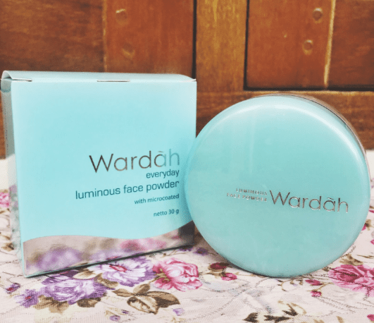 Bedak Wardah Everyday Luminous Compact Powder
